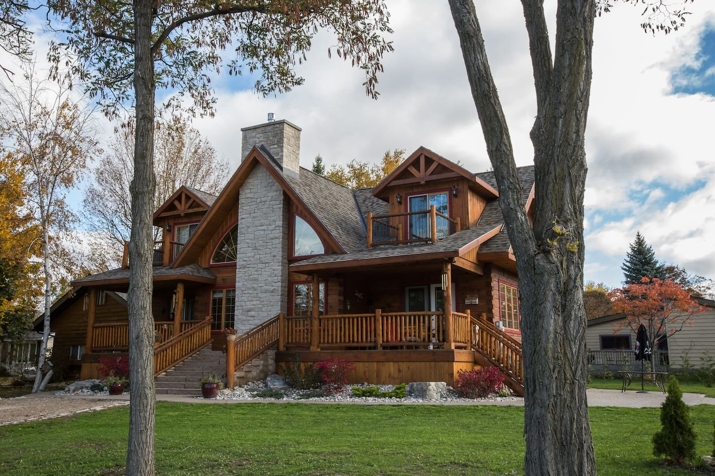 Log Home by the Lake