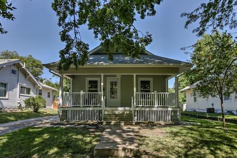 The Little House in Woods Park Neighborhood