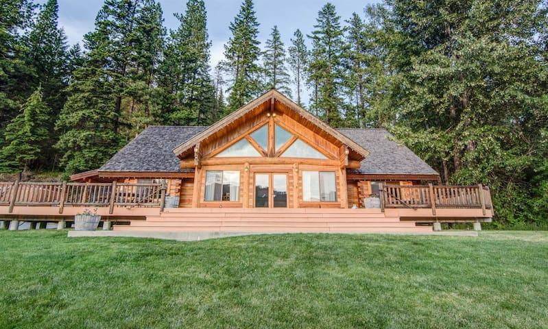 Trailhead Lodge, groups 8-20, with hot tub