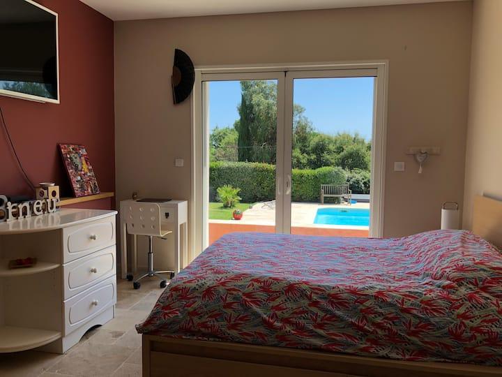 Entre mer et vignes, votre chambre avec piscine !