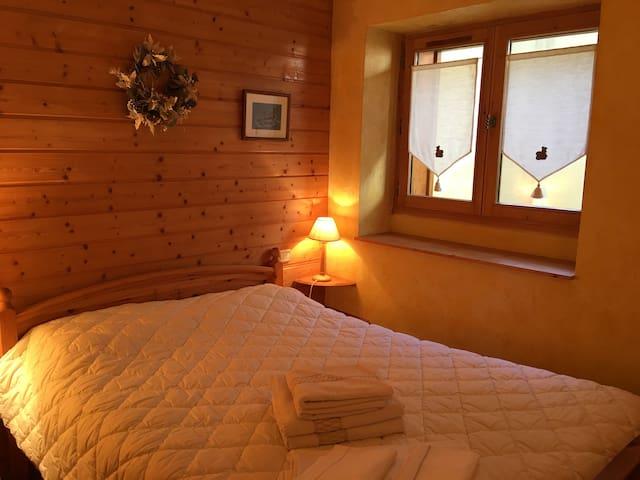 La chambre parentale avec un lit en 140x200.