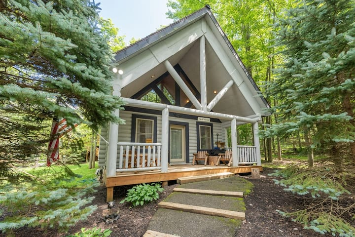 DOGS WELCOME! Lake Area Cabin w/Hot Tub & Wood Fireplace!