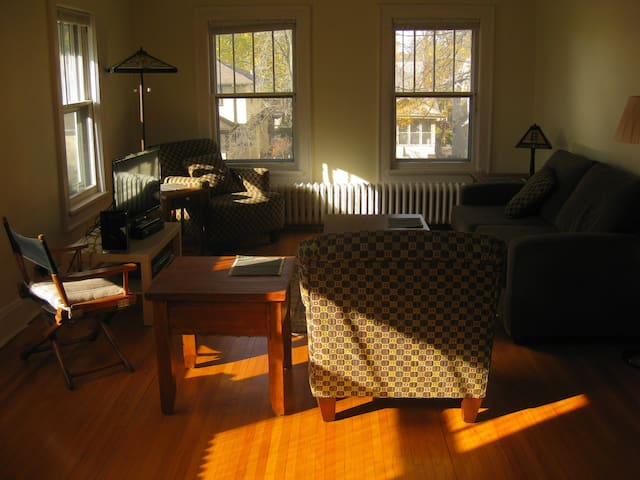 Sunny 2nd Fl; Private exercise room, 5 bike rack - Minneapolis - Apartmen