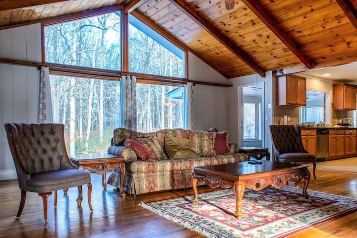 Private cozy farm house sleeps 20 (3King, 2Q & 2S)