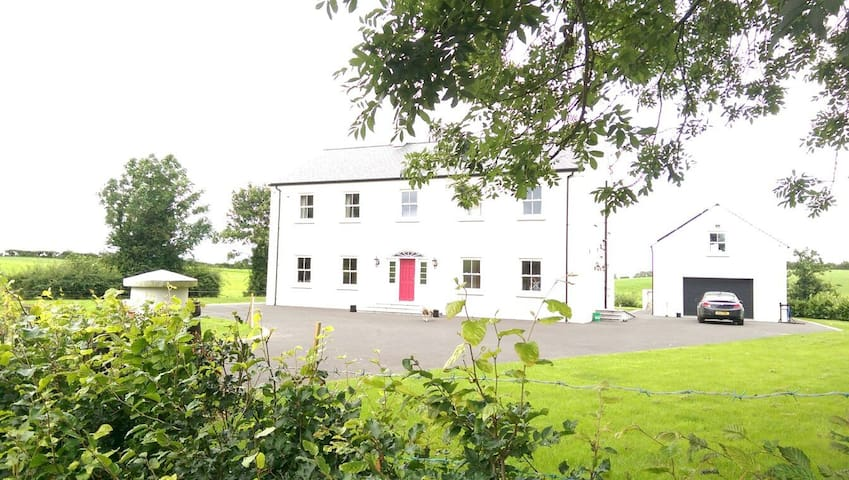 Welcome to the Moira countryside room 2 - Craigavon - House