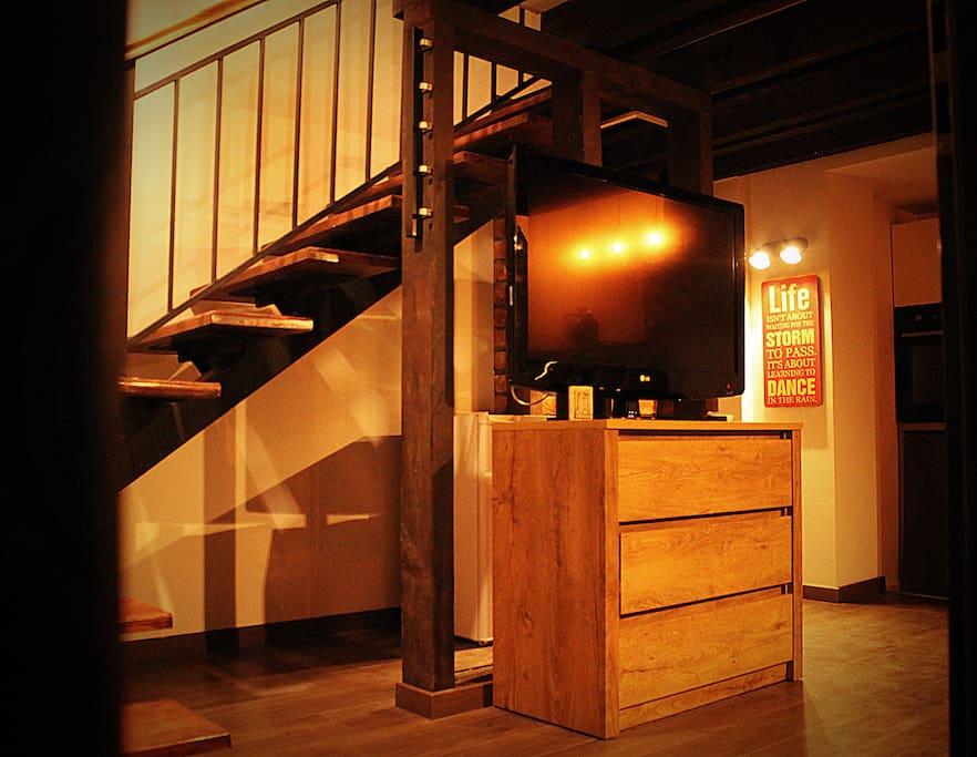 TV, hanger, upstairs.