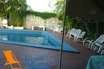 Esta piscina, es disponible solo para huéspedes, pero te garantiza la tranquilidad, de estar en tu propio pedacito de paraíso