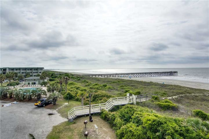 Beautiful Isle of Palms Villa With Great Views!