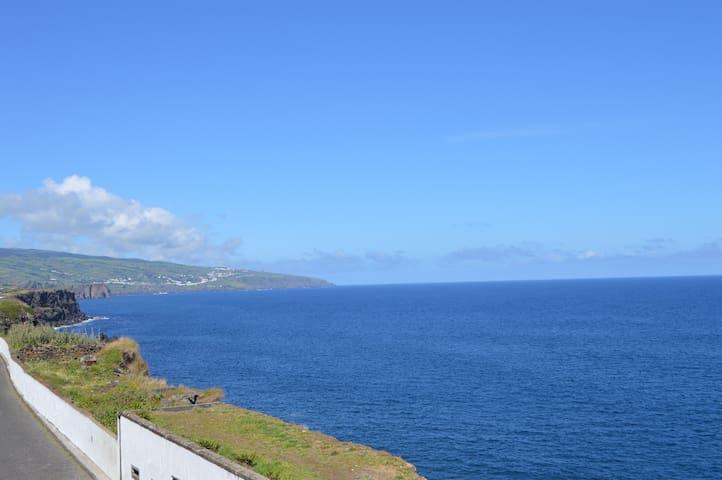44 by the Sea Guest House - Fenais da Luz - Gjestehus