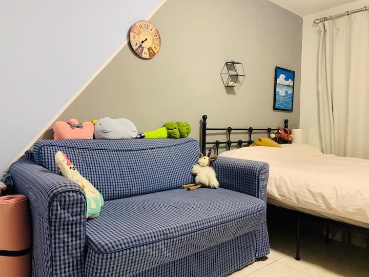 东三环边上舒适沙发床出租 近地铁 首都图书馆 潘家园古玩市场 离国贸三站地铁