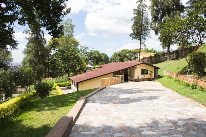 Amazing Kiyovu compound - 2 Bedroom upper house