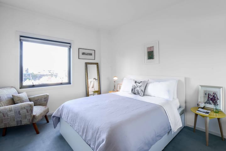 Warm, Inviting & Close to it all! - South Melbourne - Byt