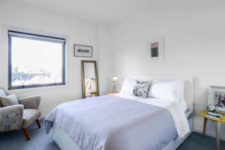 Warm, Inviting & Close to it all! - South Melbourne