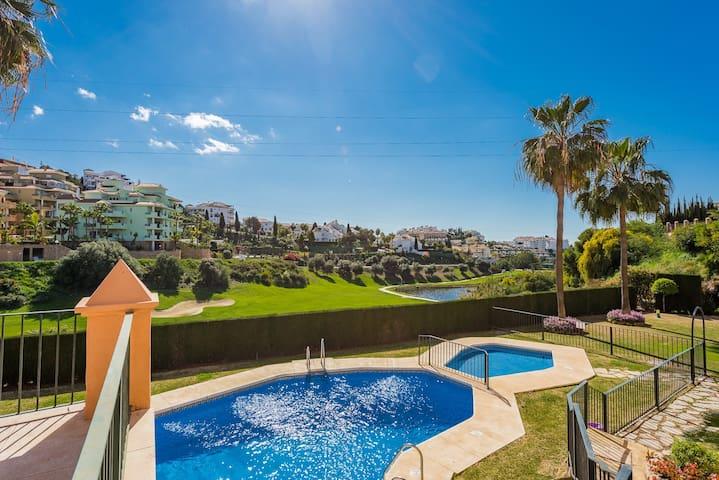 Golf front attractive apartment, 1.500m to the sea - Mijas - Condominio