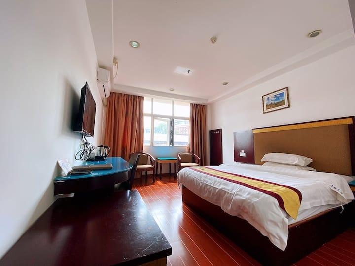 阳光标准大床房