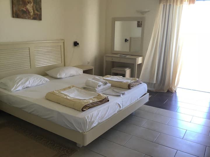 Schöne Studios für 2 in Kyparissia im Hotel OASIS
