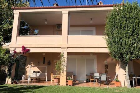 Two-bedroom villa in Raches