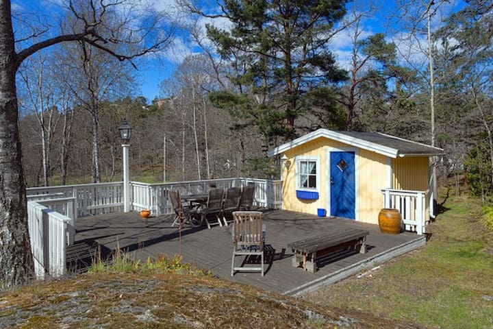Top location guesthouse in exclusive Saltsjöbaden - Saltsjöbaden - キャビン