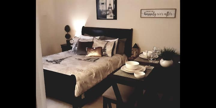Beautiful Cozy Affordable Modern Room!