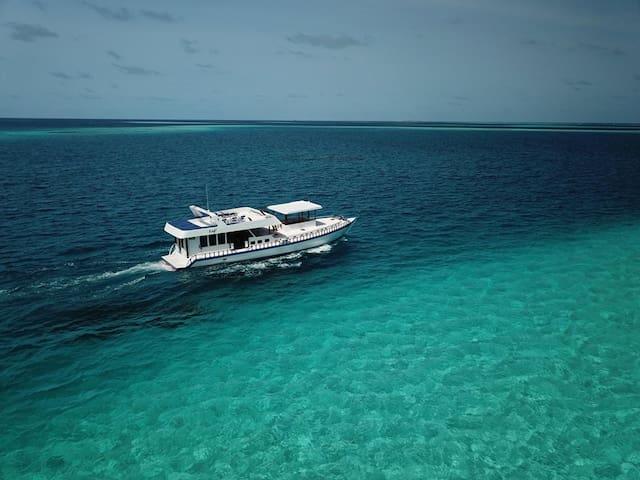 Fulidhoo Boat (Kefi Safari)