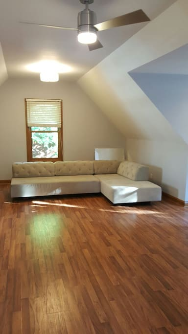 Versatile living room space that can accomodate additional guests.