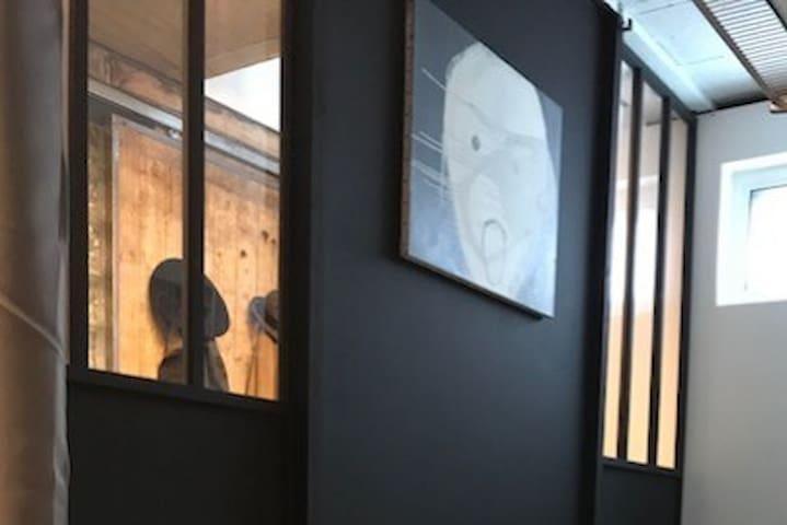 Chambre dans un Loft/Atelier D'artiste
