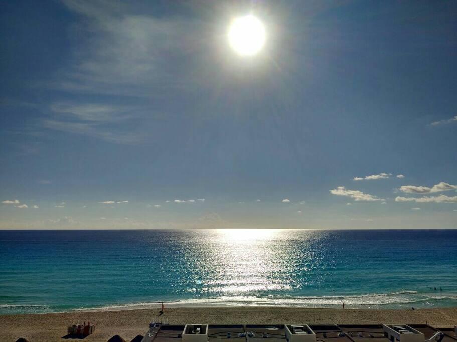 """Sunrise en Octubre"" Cortesia de Alvaro. Photo taken by guest from one of your 3 sea view balconies"
