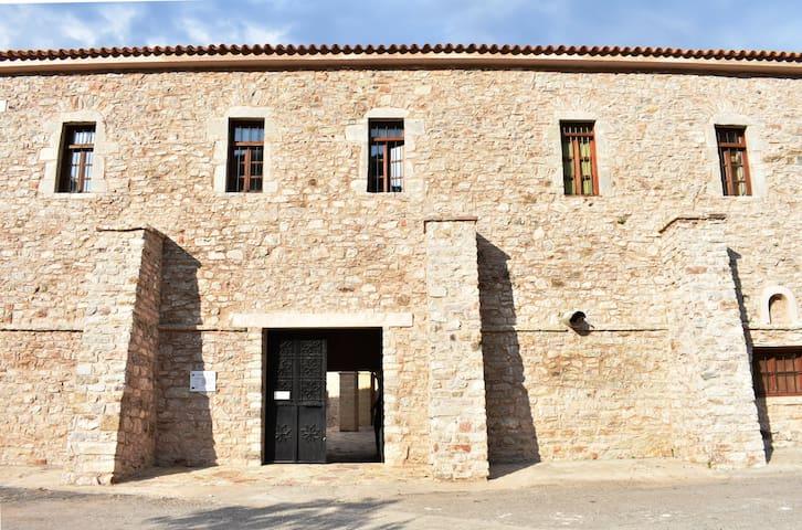 Είσοδος της Ι.Μ. Βουλκάνου/ Entrance to the monastery Vulcano