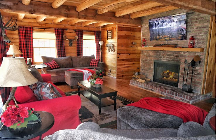 Lincoln Log Cabin - 90 minutes from LA!