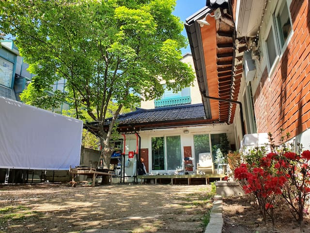 FeelFree (Double room)_7min on foot from Seoul Stn