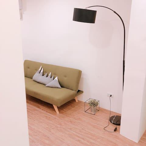 April house room2(MRT 5min) 捷運徐匯中學站!一層一戶!