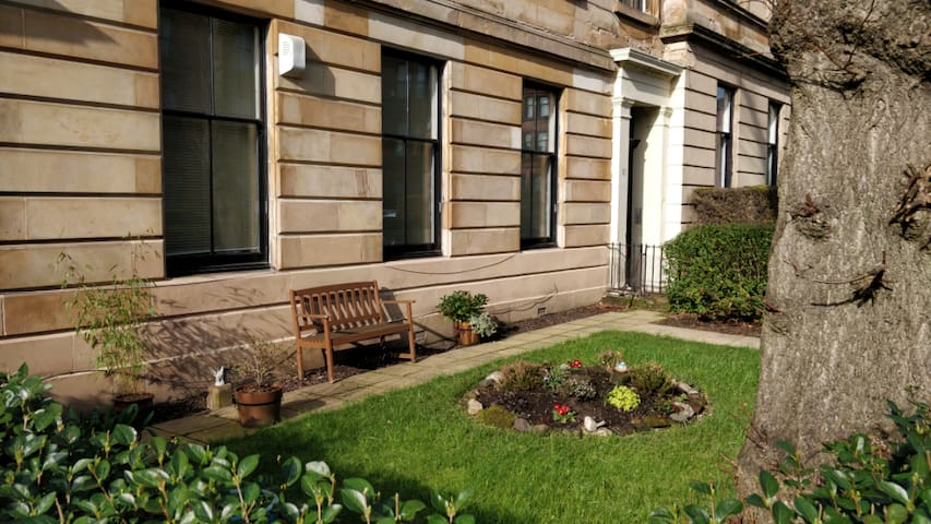 West End, Idealy Located & Spacious Gnd floor Flat