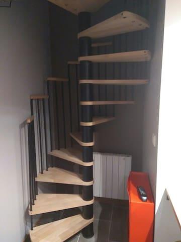 Escalier permettant l accès au couchage et la douche