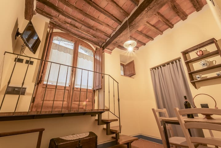Tavolo Allungabile A Spicchi.Airbnb La Foce Vacation Rentals Places To Stay Toscana Italy