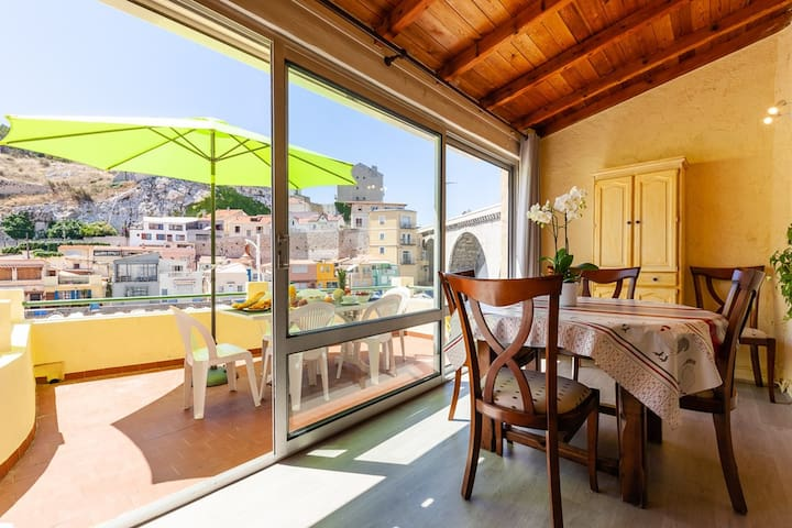 Dream terrace overlooking the Vallon des Auffes