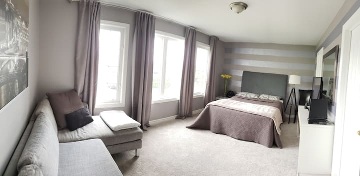Private in-law Suite with Ensuite+bath +Breakfast