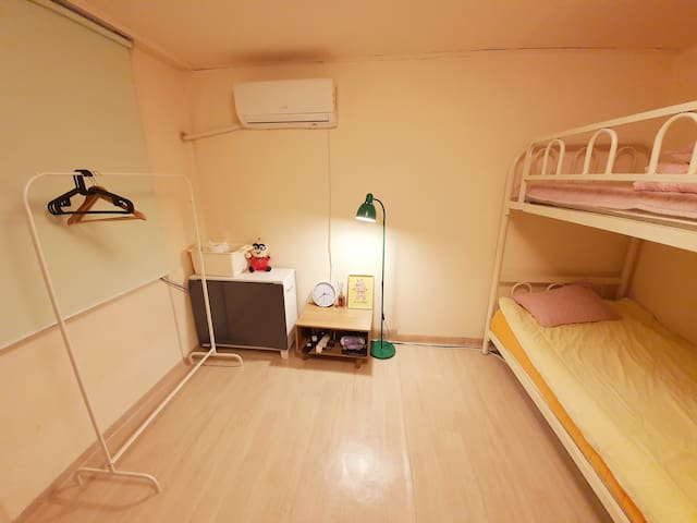 JEE house (10minutes from Itaewon station 350M )