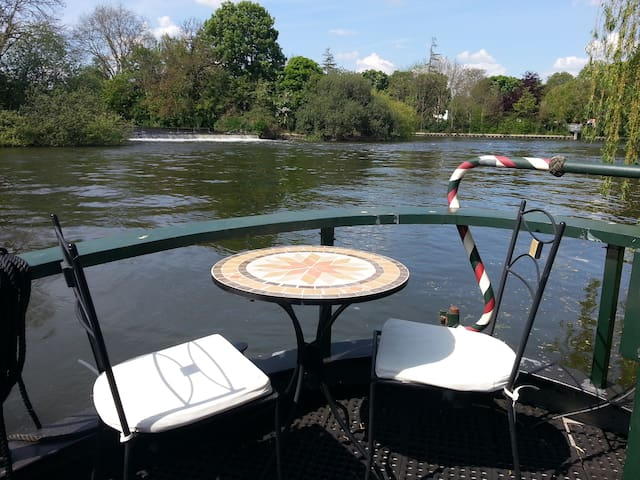 The Time Machine - beautiful barge - quiet retreat