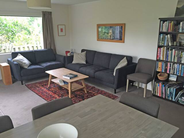 Super spacious unit in Green Bay - Auckland - Apartment
