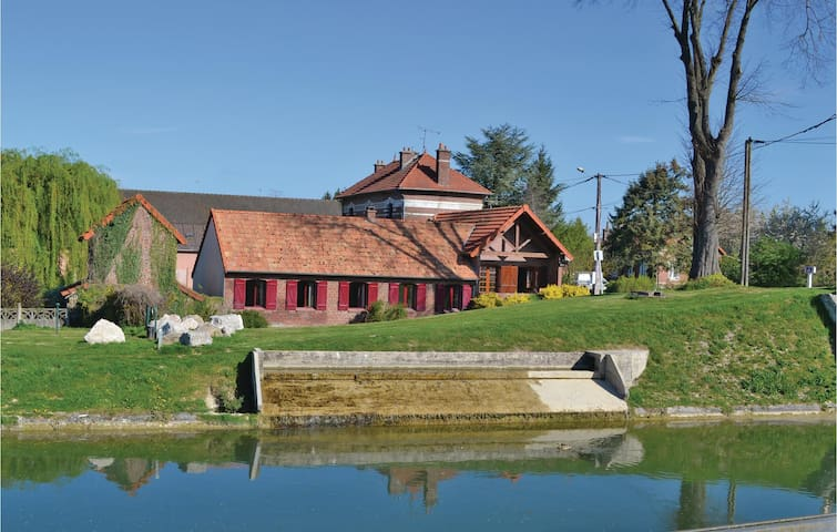 Holiday cottage with 3 bedrooms on 110 m² in Frise