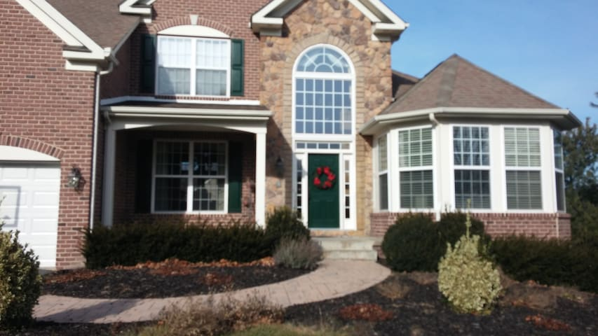 Two bedrooms, each with private baths in Exec home - Frederick - Casa