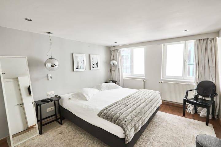 Villa Sablon - White Room 1