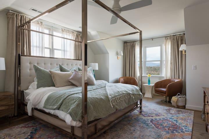 Montview Room - The Inn at Stinson Vineyard