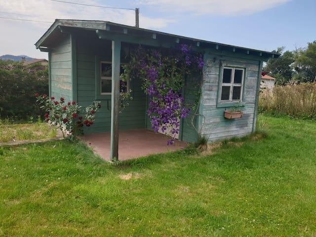 Cabane de jardin aménagé. Électricité wifi