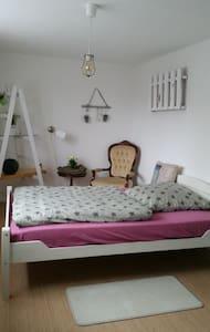 Doppelbettzimmer **zentral & in Messenähe** - Hemmingen