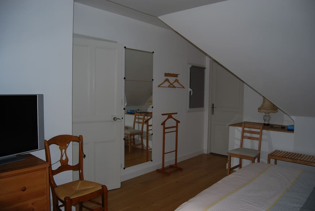 Chambre spacieuse et lumineuse