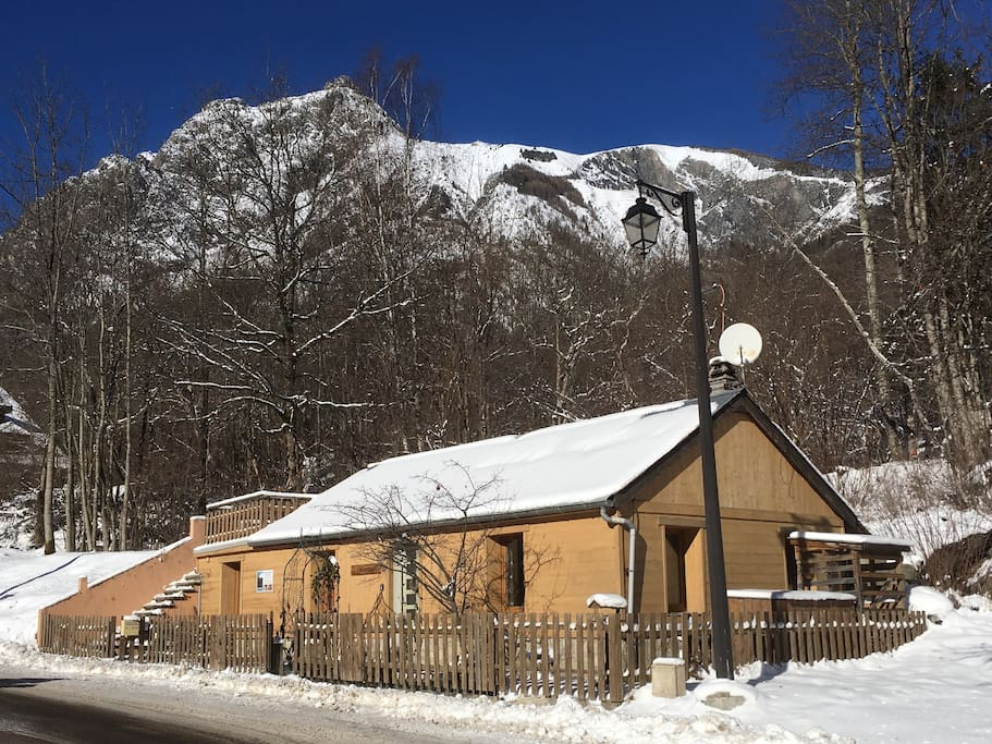 Chalet in winter with Les Deux Alpes ski area behind