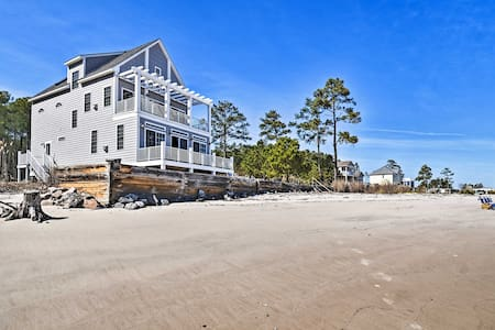 NEW! Mobjack Bay Beach House w/ Waterfront Views!