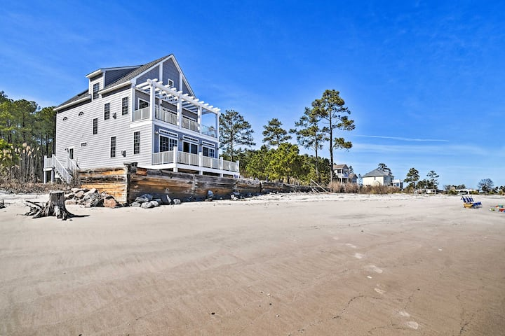 Waterfront Mobjack Bay Beach House in Gloucester!