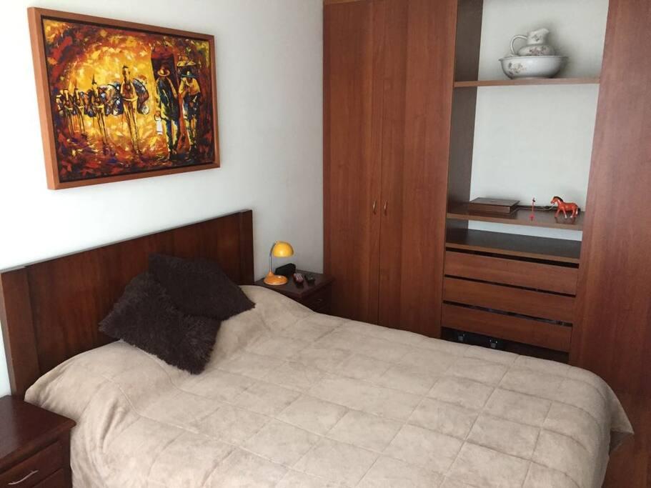 amplio closet en la habitación